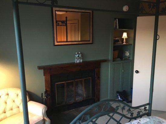 Marlboro, Βερμόντ: Fireplace (not in use).
