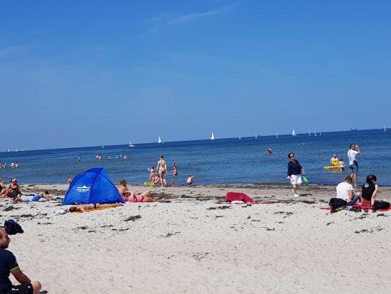 Warnemünde, Niemcy: Outra vista da praia de Warnemunde