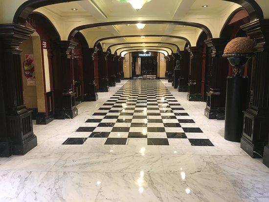 Panamericano Buenos Aires Hotel: Lobby hallway
