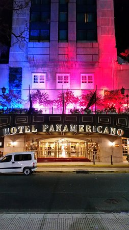 Panamericano Buenos Aires Hotel: Outside view of hotel