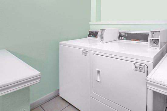 Howe, IN: Washing Machines /Dryer
