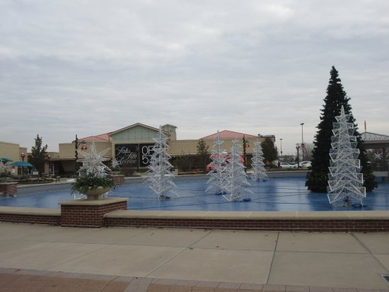 Aurora, IL: Holiday Season is Coming ... to Mall!