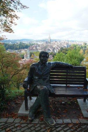 Rose Garden (Rosengarten): Statua di Albert Einstein
