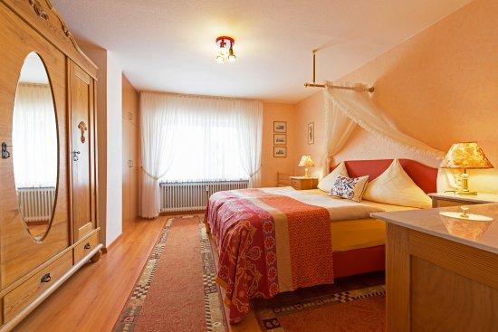 """Birnbaumhof - Hotel Pension und Ferienwohnungen: Ferienwohnung """"Blütenzauber"""" - Schlafzimmer"""