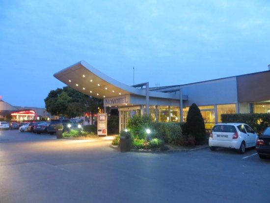 Tinqueux, France: Entrance