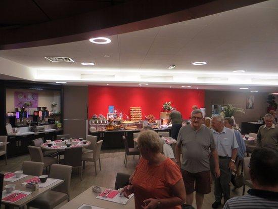 Tinqueux, France: Breakfast buffet
