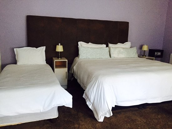 Queenstown, South Africa: Twin Room with King & Single bed