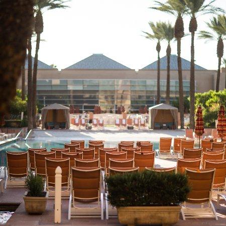 Renaissance Indian Wells Resort & Spa: the pool area