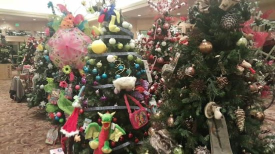 Freeland, MI: Festival of Trees sponsored by the Junior League of the Great Lakes Bay Area