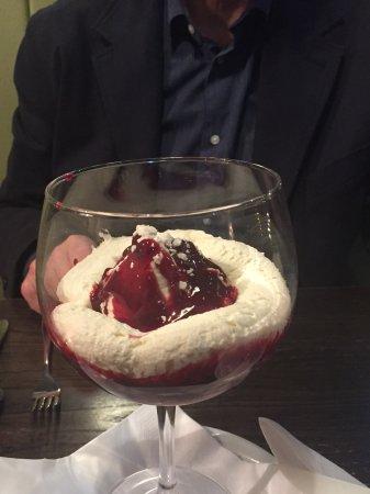 Wolf's Castle, UK : Delicious Elon mess dessert