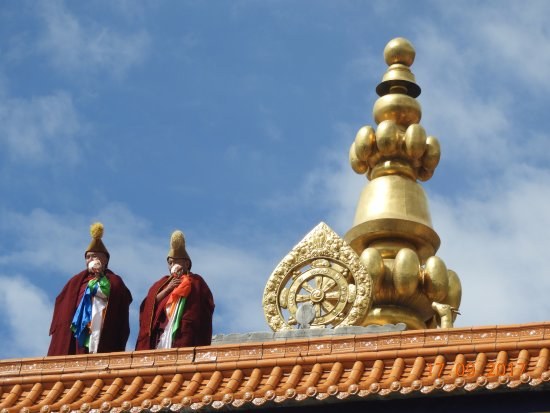Xiahe County, China: Calling the monks to prayer on their horns