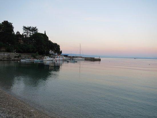 Medveja, Κροατία: Nice little bay area to go for a swim.