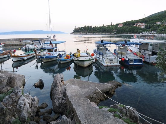 Medveja, Κροατία: This is a little harbour 5min walking distance from the campsite.