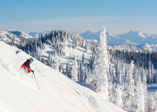 Skiing at Whitefish Mountain Resort.Photo by GlacierWorld.com / Whitefish CVB