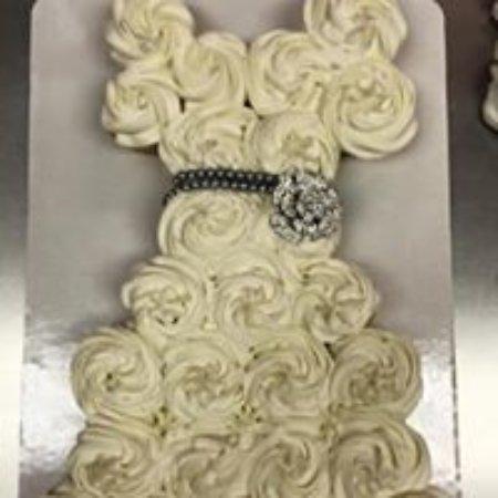 lybrands bakery and deli wedding shower cupcake cake
