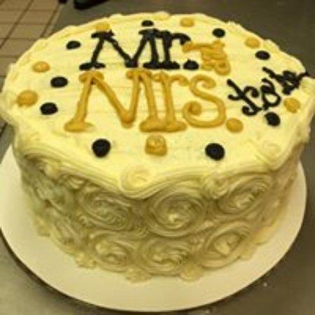 lybrands bakery and deli engagement shower cake