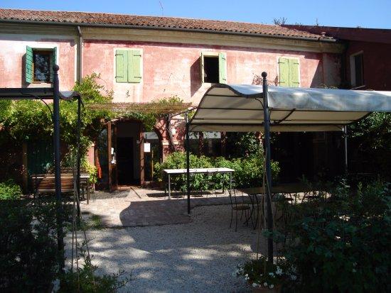 San Trovaso, Italy: Ombre Rosse - Entrata