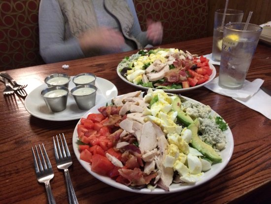 ‪‪Tilton‬, ‪New Hampshire‬: Cobb salad for two‬
