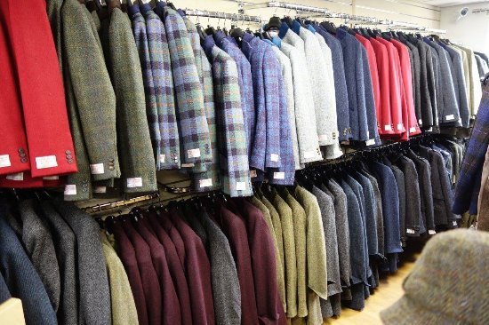 Tarbert, UK: Harris Tweed items available at the shop.