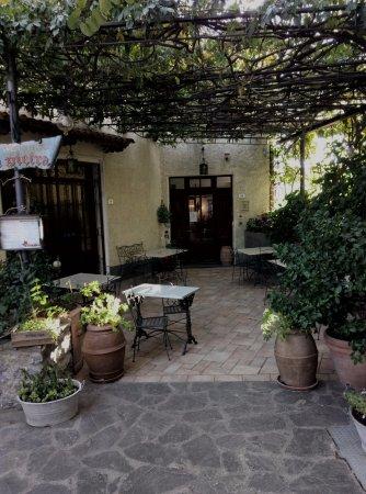 Roccalbegna, إيطاليا: le tavole alla fuori