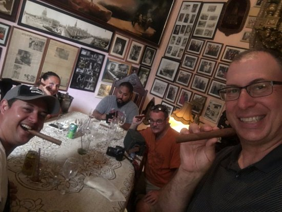 San Cristobal Paladar: After dinner rum and cigars..on the house!