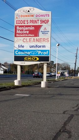 Eatontown, NJ: Sign for plaza
