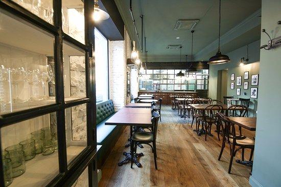 sala con cucina a vista - Picture of l\'Ov Milano - Via Solari, Milan ...