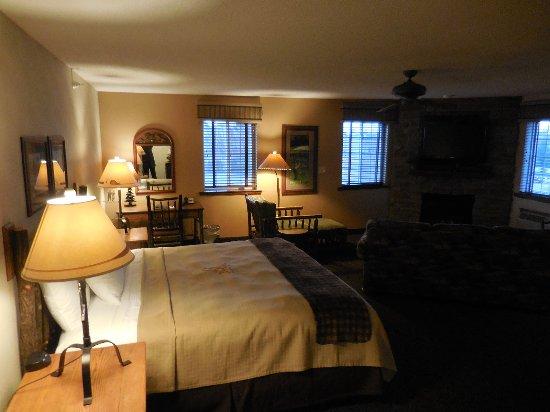 Saint Joseph, MO: Bedroom/living area