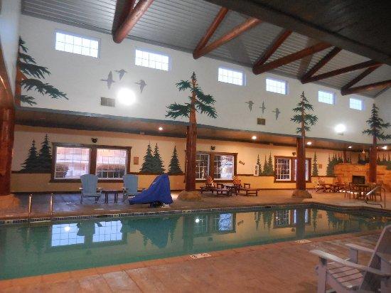 Saint Joseph, MO: Heated indoor pool