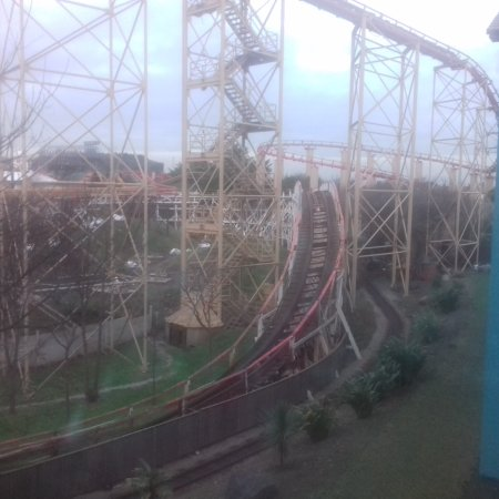 Big Blue Hotel: My bedroom view of deserted pleasure beach