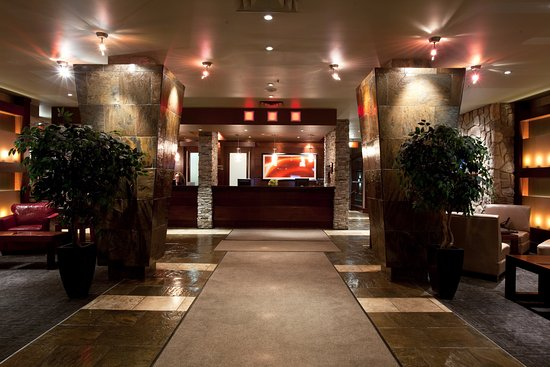 Sandman Hotel Edmonton West: Lobby & Front Desk