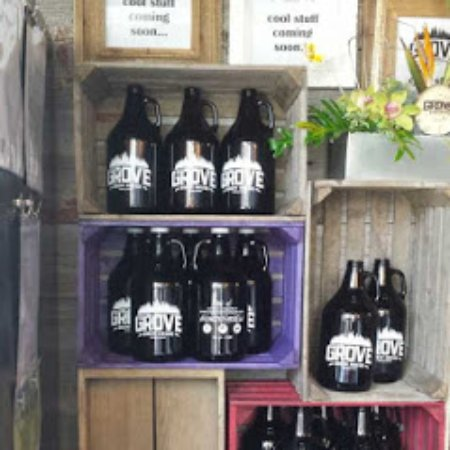 Kingsville, Canadá: Better Beer, Better Hours - visit our retail store to purchase a Growler-To-Go.