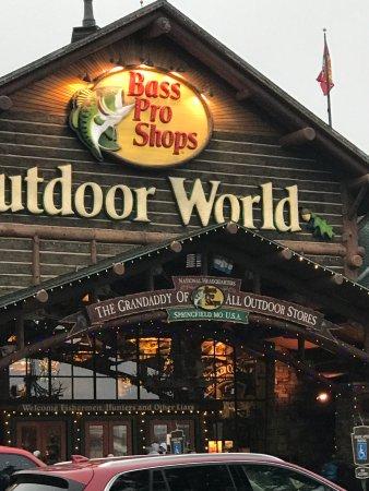 Bass Pro Shops Outdoor World: photo0.jpg