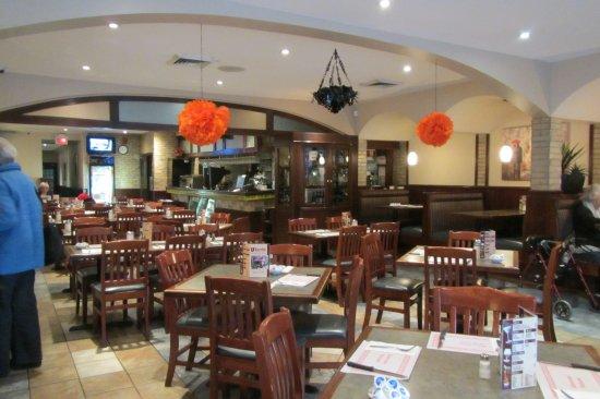 Saint-Lambert, Καναδάς: Main dining area at Kapetan