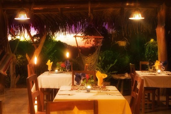 Ojochal, Costa Rica: Special times in Diquis Restaurant, elegant and tropical nights with delicious food.