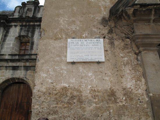 Convento de las Capuchinas: Placa explicativa a la entrada del recinto