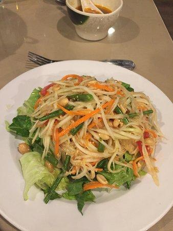 Benja Thai & Sushi: Green Papaya Salad Recommended