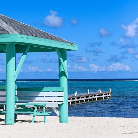 East End, Grand Cayman: Relaxing dock view.