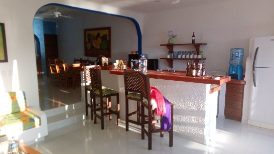 Del Sol Beachfront Hotel : Living room and kitchen