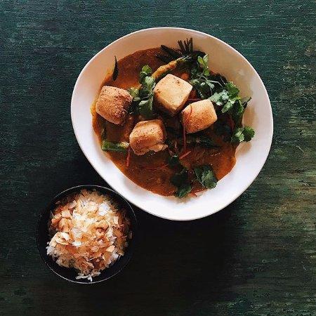 Lovedale, Australien: salt and pepper silken tofu yellow curry