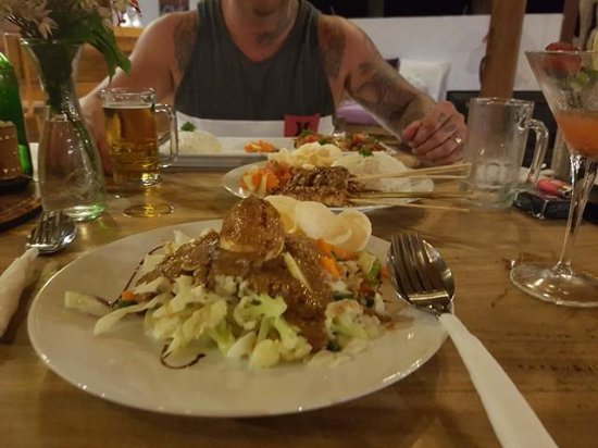 La Cocoteraie Ecolodge: Dinner, we left in a food coma
