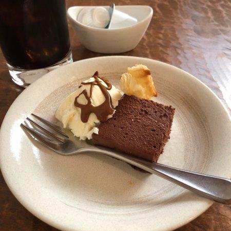 Isesaki, Japan: 伊勢崎市にある古民家レストラン、2度目の来店。 テーブル席は2つで、他は座卓になります。 ランチは本日のお魚、本日のお肉、パスタ(3種類あり)でした。 私は本日のお肉をチョイス。 ボリュームの
