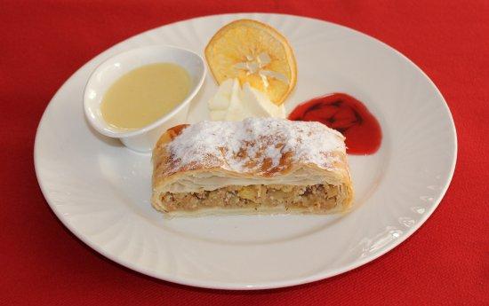 Saas-Almagell, Zwitserland: Hausgemachter Apfelstrudel