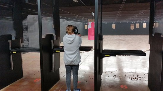 Flowood, MS: Indoor Range