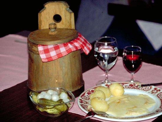 Saas-Almagell, Zwitserland: Jeden Montag servieren wir Raclette soviel ihr Herz begehrt