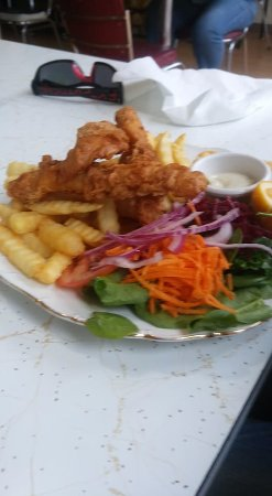 Sorell, Australia: Flathead fillets, chips and salad.