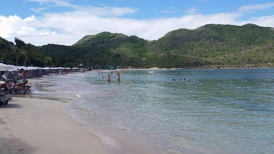 Anse Marcel, St Martin / St Maarten: Playa pequeña de hotel.