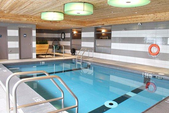Oakville, Canadá: Indoor Pool & Hot Tub