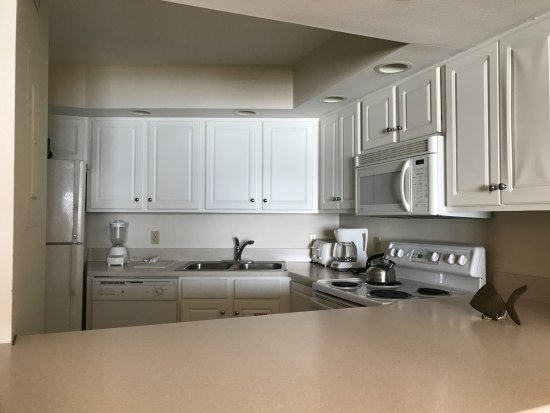 Sandestin, FL: Kitchen has all major appliance, flatware, dishes and cookware