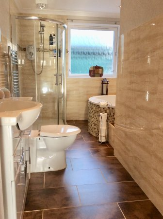 Alford, UK : double non ensuite room private bathroom